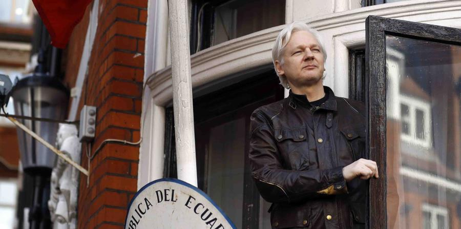 """Donald Trump would have offered to pardon Julian Assange if he """"continues the flow"""""""