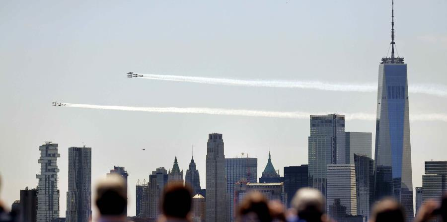 Air Force aircraft honor those exposed to COVID-19 in the New York sky