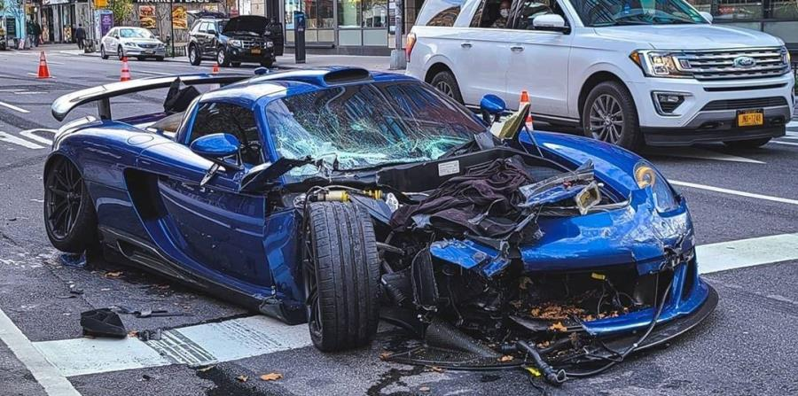Driver takes advantage of low traffic in New York to go at full speed and crashes