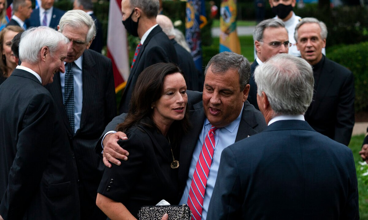 Chris Christie joins the list of politicians who had contact with Trump and test positive for the coronavirus