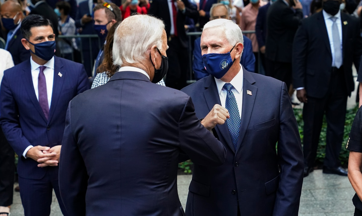 Mike Pence ordered the closure of the United States borders and ignored the opinions of scientists