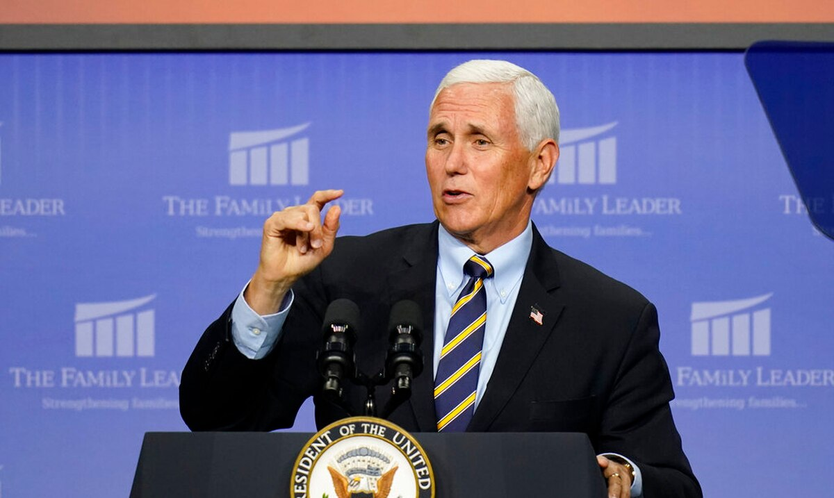 Mike Pence will continue with his travels despite the fact that several of his advisers have COVID-19