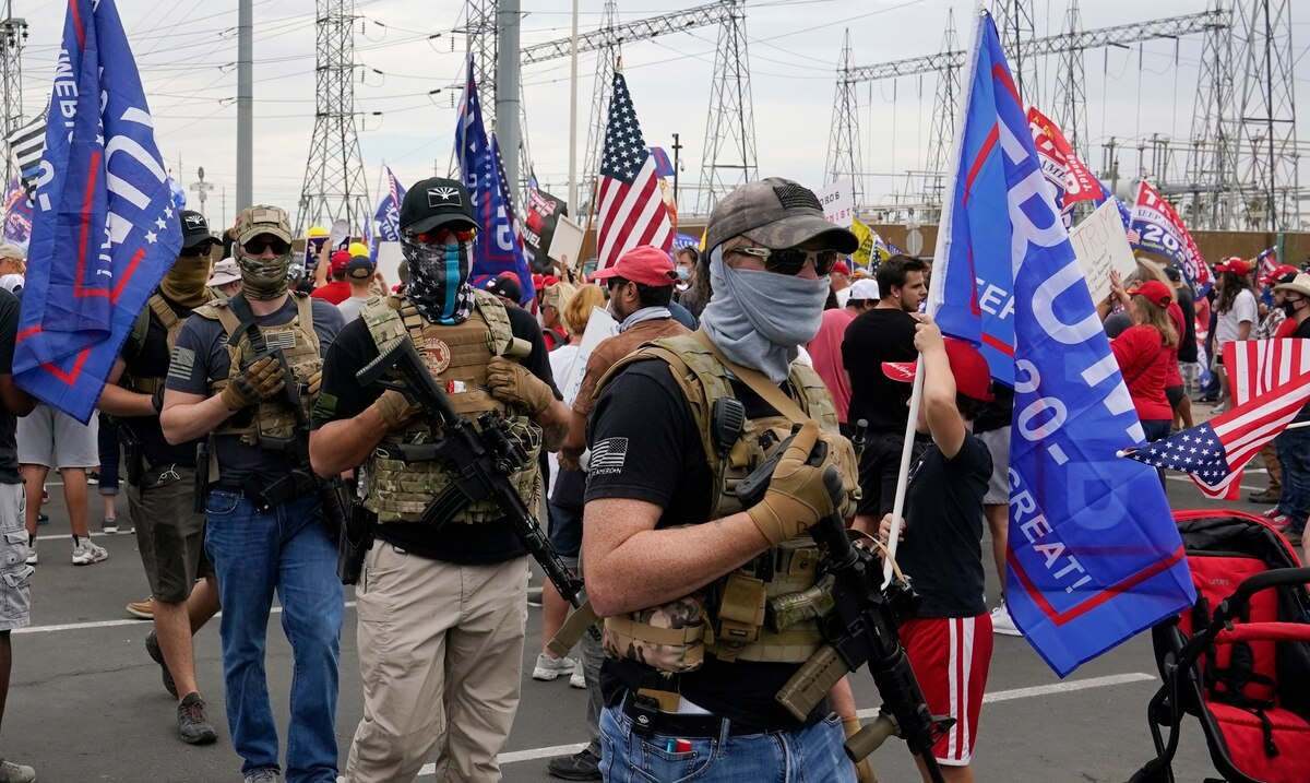 Armed militants in support of Trump cause fear in front of offices where votes are counted