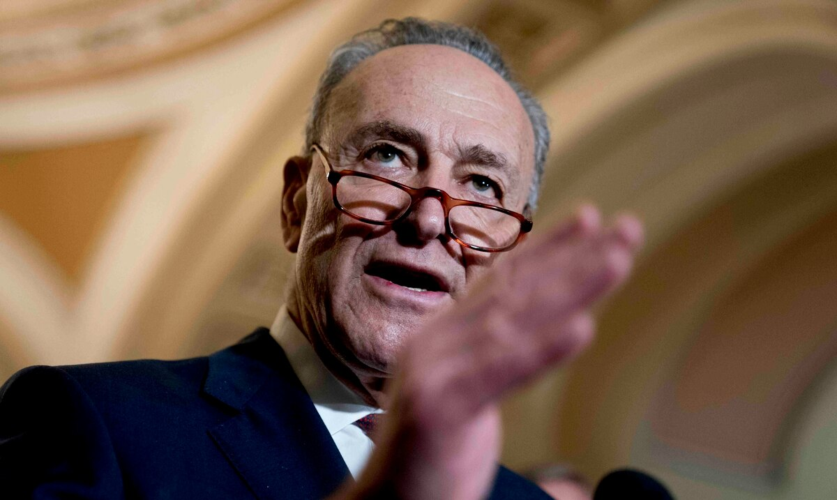Charles Schumer calls on Mike Pence to invoke the 25th Amendment to the Constitution to impeach Donald Trump