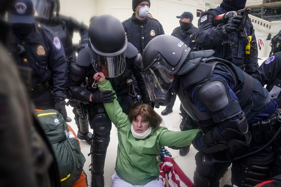 A woman is helped by the Police during the demonstration at the Capitol.