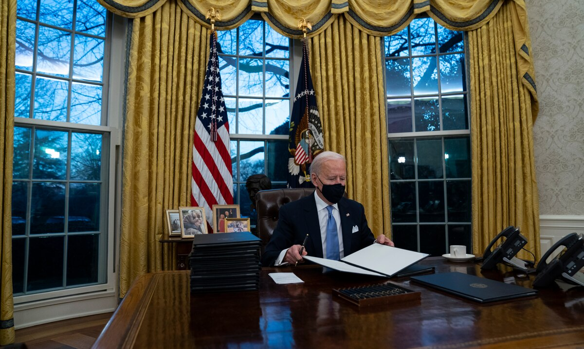 Commission 1776, what is it and why did Joe Biden dissolve this group that Donald Trump created?