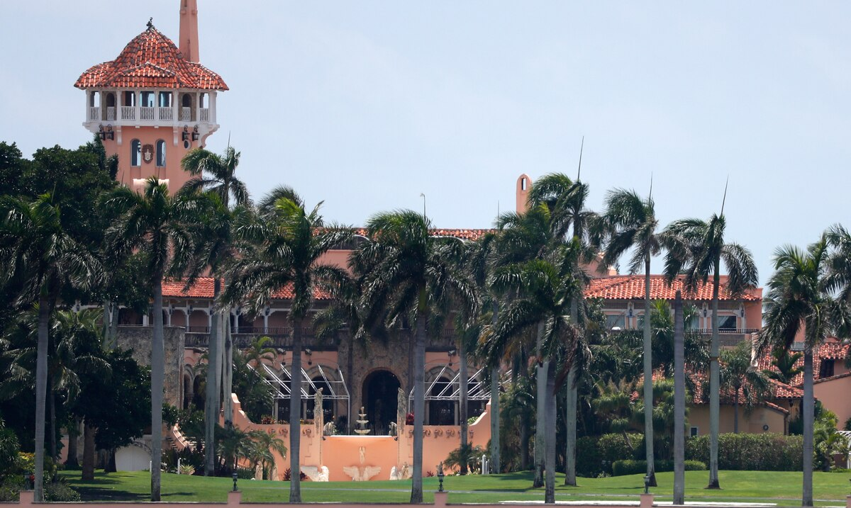 Donald Trump's Mar-a-Lago club receives a warning after flouting the rules on the use of masks