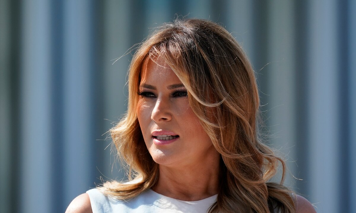 """Melania Trump says goodbye urging """"to choose love over hate"""""""