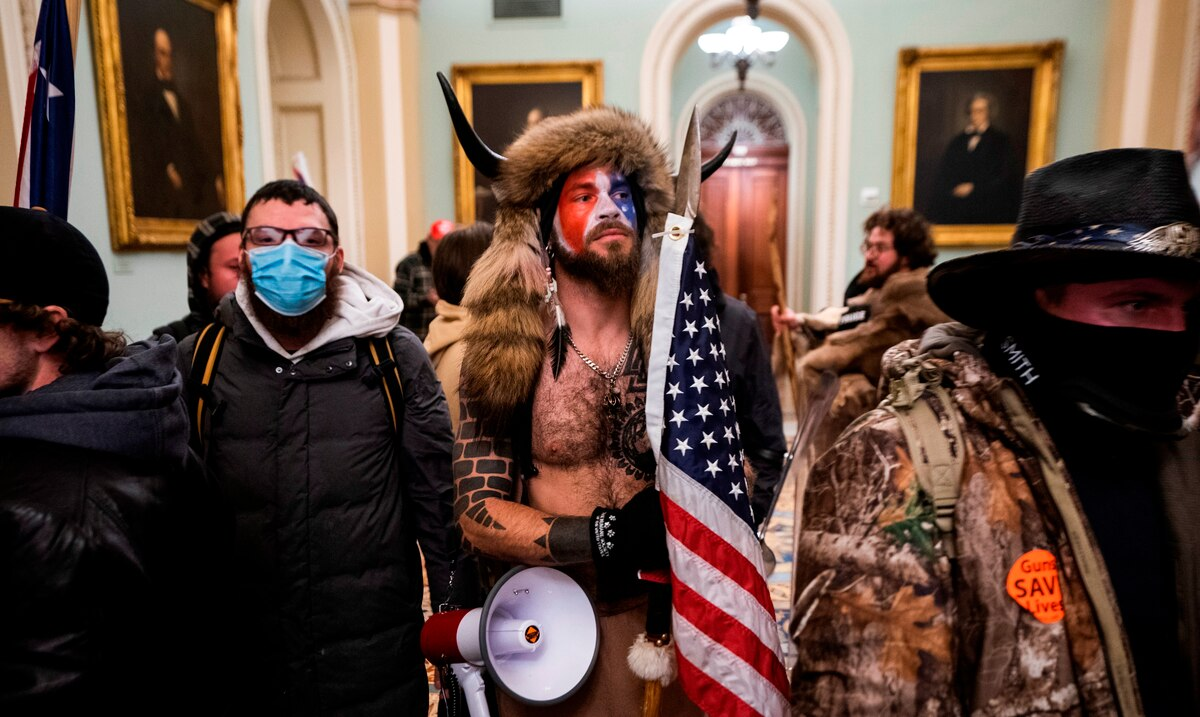 The man who dressed as a bison during the insurrection in the Capitol asks for the forgiveness of Donald Trump