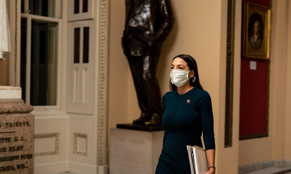 Alexandria Ocasio-Cortez takes a stand against New York governor in geriatric crisis