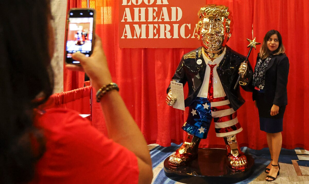 The figure of Donald Trump dominates conservative Political Action event in Orlando