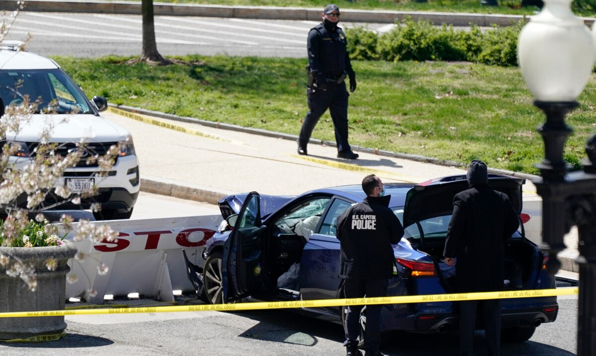 LIVE: two officers are injured after a vehicle hit a barricade at the federal Capitol