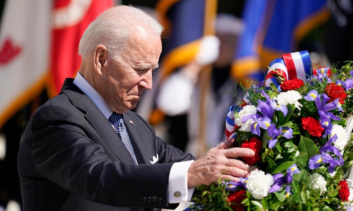 Joe Biden commemorates fallen soldiers in theaters of war in Arlington