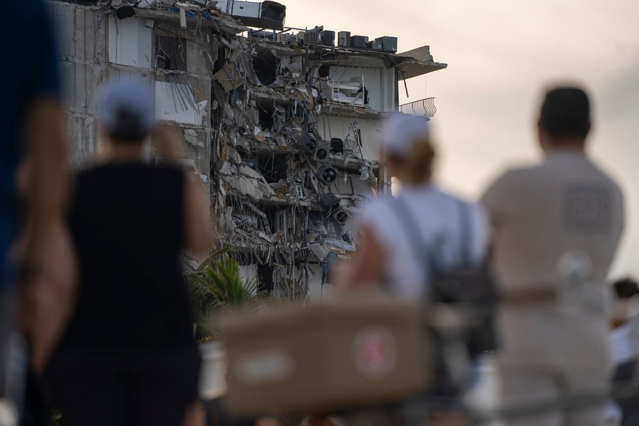 Testimonies from people who survived the tragedy establish that a noise was heard before the collapse of the 12-story building.