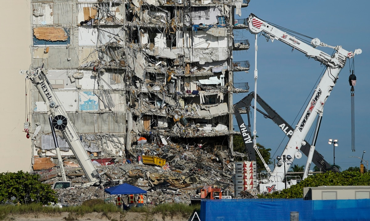 Miami collapse rescue mission halted at risk of adjacent building collapse