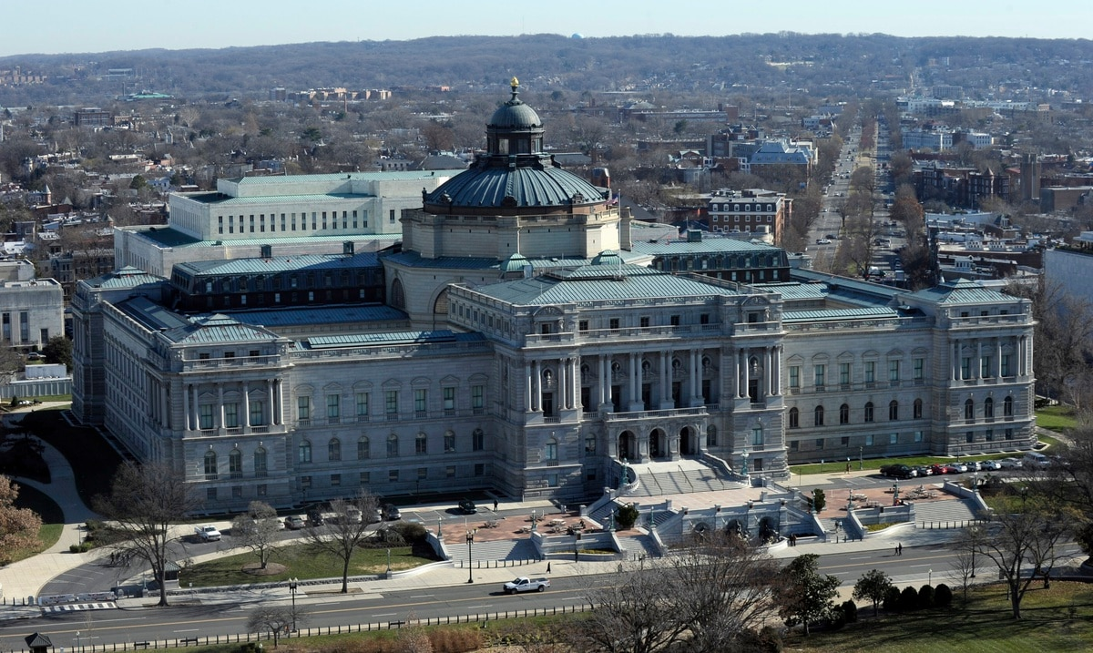 Federal authorities investigate vehicle with possible explosive device near Capitol