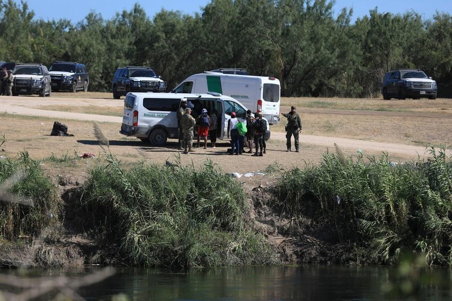 La respuesta de las agencias de ley y orden federales y estatales fue inmediata y masiva. Pese a esto, el gobernador de Texas solicitó que se emitiera un estado de emergencia, pues no podían manejar tantas personas.