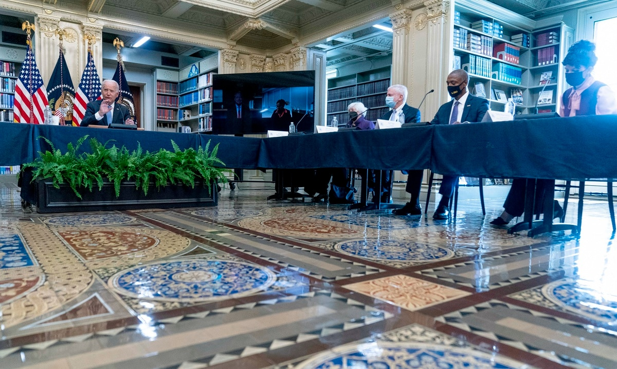 Joe Biden met with businessmen to chart the route to compulsory vaccination in the private sector