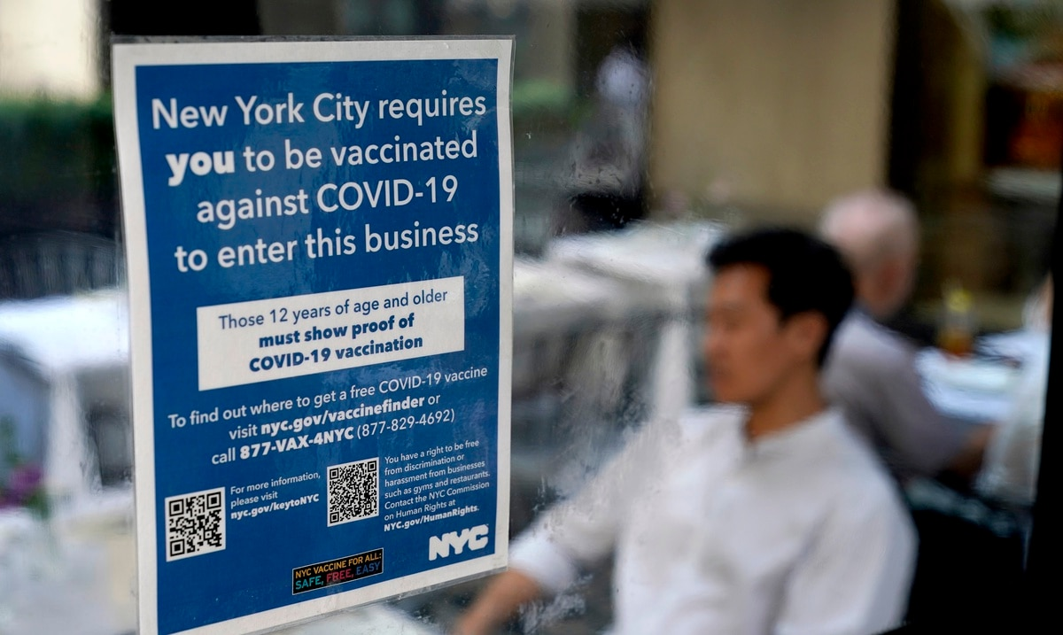 Judge blocks order that forces doctors and nurses to get vaccinated against COVID-19 in New York